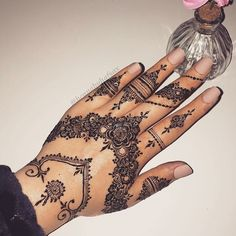 mentions J'aime, 4 commentaires - ✨ Daily Henna Inspiration ✨ ( Mehndi Design Photos, Beautiful Henna Designs, Henna Tattoo Designs, Mehndi Designs, Henna Tattoo Sleeve, Mehndi Tattoo, Finger Henna, Hand Henna, Henna Blanca