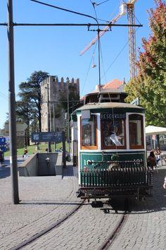 Passeio de Carro Eléctrico, no Porto © Viaje Comigo Bonde, Motor, Culture, City, Places, People, City Photography, Roof Tiles, Train