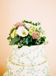 Green floral wedding cake | photography by www.ariellephoto....