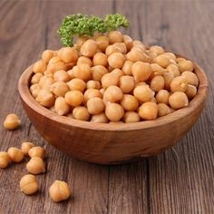 Garbanzo beans, also known as chickpeas, are used in a number of Middle Eastern and African dishes. Like many beans, garbanzo beans contain healthy amounts of protein, as well as a number of other beneficial nutrients such as fiber. Healthy Life, Healthy Snacks, Healthy Living, Healthy Recipes, Chickpea Recipes, Vegan Snacks, Stay Healthy, Lentils In Rice Cooker, Chickpeas Benefits