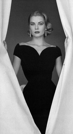 HH Style Icon Part II: Grace Kelly Grace Kelly. We need more Grace Kelly, less Miley Cyrus, please God. Classic Beauty, Timeless Beauty, Grace Beauty, Timeless Elegance, Classic Style, Beauty Style, Classic Image, Classic Fashion, Real Beauty