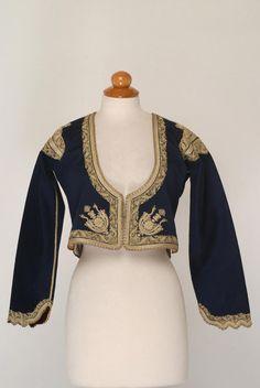Μπλε τσόχινο ζιμπούνι, είδος μανικωτού ζακέτου, εξάρτημα της γυναικείας μεγαρίτικης φορεσιάς με φουστάνι. 90s Fashion, Fashion Dresses, Greek Traditional Dress, Designer Evening Dresses, Turkish Fashion, Folk Costume, Historical Clothing, Dance Outfits, Indian Outfits