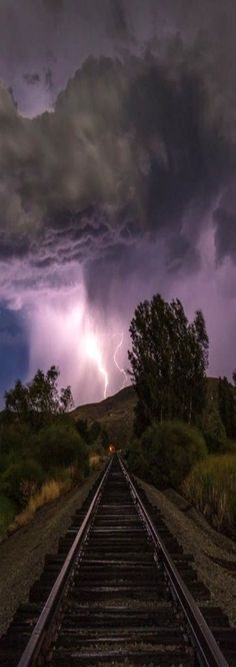 Lightning Rail, Emmett, Idaho, USA. Photo via jezella.