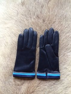 Mens unlined lambskin leather gloves. The gloves are made from super soft…