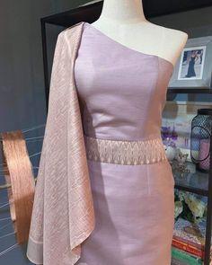 Myanmar Traditional Dress, Thai Traditional Dress, Traditional Outfits, Modern Filipiniana Gown, Function Dresses, Myanmar Dress Design, Thailand Fashion, Kebaya Dress, Thai Fashion