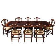 Flamed Mahogany Duncan Phyfe Style High Gloss Dining Table and Chairs Set For Sale Custom Dining Tables, Modern Dining Room Tables, Dining Room Sets, Dining Table Chairs, Dining Furniture, Antique Furniture, Diy Furniture, Pub Table Sets, Table And Chair Sets