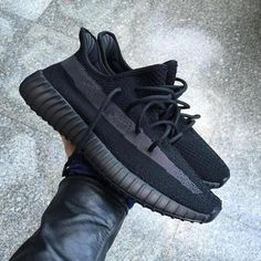 Cloud White Citrin Antlia Synth Lundmark Black Static GID Clay Cream White Zebra running shoes Kanye West mens designer shoes in 2020 Sneakers Fashion, Fashion Shoes, Sneakers Nike, Men's Fashion, Fashion Outfits, Foto Real, Mens Designer Shoes, Yeezy Shoes, Training Shoes