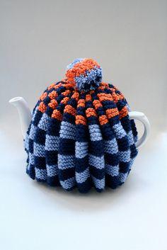 tea cosy    http://tinyinc.wordpress.com/2010/02/06/tinyinc-knitted-tea-cosies/