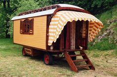 Options | Roulottes USA | Tiny House Caravans | Small House | Off-Grid House | Gypsy Caravans