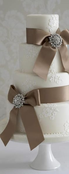 DECORATE MY WEDDING Crystal Cake Brooches.  Love this!!