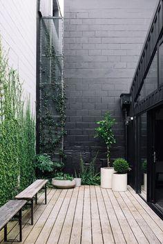 terrace garden Patio-Terrasse neutrale Far - garden Terrace Garden, Garden Pots, Potted Garden, Green Terrace, Small Gardens, Outdoor Gardens, Outdoor Spaces, Outdoor Living, Landscape Design
