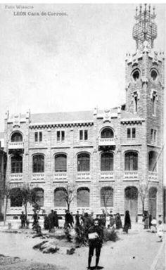 Edificio de correos Spain, Louvre, Building, Travel, Ghibli, Education, Blog, Ancient Architecture, Old Photography