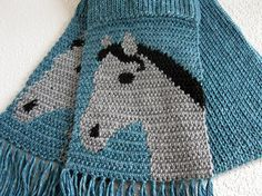 Blue knit and crochet scarf, with gray horse heads. Grey and black horses. Crochet Hooded Scarf, Crochet Jumper, Crochet Scarves, Knit Crochet, Loom Knitting, Baby Knitting, Loom Scarf, Crochet Faces, Striped Scarves