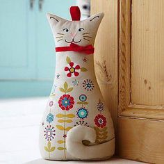 Door Stop peso de porta estiloso. Fabric Toys, Fabric Crafts, Sewing Crafts, Sewing Projects, Cat Quilt, Door Stopper, Creation Couture, Cat Doll, Cat Crafts