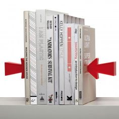 #magneticbookende #monkeybusiness #arrow Magnetic Bookends Arrow von Monkey Business – magnetische Buchstützen fürs Regal