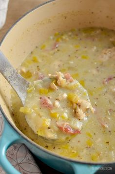 Delicious Creamy Chicken and Leek Soup - packed with heaps of flavour and is gluten and dairy free, as well as being paleo, Slimming World and Weight Watchers friendly Chicken And Leek Recipes, Chicken And Leek Pie, How To Cook Chicken, Creamy Chicken Stew, Slimming World, Slimming Eats, Slimming Recipes, Gourmet Recipes, Soup Recipes