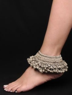 Buy the latest collection of Gold & Silver Payal Designs Online. Here you can find wide range of simple and fancy designer payal & jewelry Silver Anklets Designs, Anklet Designs, Ankle Jewelry, Tribal Jewelry, Sterling Necklaces, Sterling Silver Jewelry, Silver Ring, Silver Earrings, Women's Jewelry