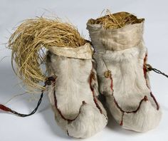 Skaller. #Sami fur shoes with grass called sennegress. Samiske skaller med sennegress fra Sør-Varanger. Norway. Item: NFSA.0360AB Norsk Folkemuseum, Norway. | Flickr - Photo Sharing!