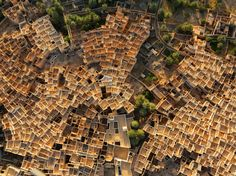 See a photo of traditional mud-brick-and-palm houses in Libya by George Steinmetz, from National Geographic.