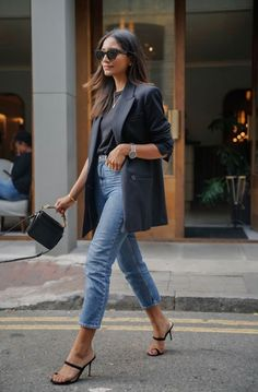 How to wear the blazer in style? - Sleepy Kate - How to wear the blazer in style when you are a woman? I share with you my style advice and outfit i - Blazer Outfits Casual, Cute Casual Outfits, Casual Smart Outfit Women, Blazer And Jeans Outfit Women, Blazer Dress, Smart Jeans Outfit, Smart Casual Dresses, Casual Going Out Outfit Night, Classy Outfits For Going Out