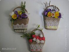 В стране появилось много магнитиков в форме корзинок с цветами.Я решила сделать свой вариант,а заодно попробовать делать цветы из фома.Представляю на ваш суд мой первый опыт. фото 1 Easy Crafts, Diy And Crafts, Arts And Crafts, Cold Porcelain, Flower Crafts, Mother Gifts, Gift Baskets, Plant Hanger, Decoration