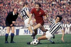 Juventus 0 Torino 2 in Dec 1976 at Stadio Comunale. Francesco Graziani dives over Romeo Benetti & Gaetano Sciera in Serie A.