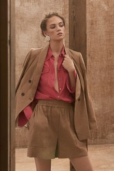 Brunello Cucinelli Spring 2020 Ready-to-Wear Fashion Show - Vogue spring fashion 2020 trends casual Review Fashion, 80s Fashion, Daily Fashion, Korean Fashion, Spring Fashion, Winter Fashion, Fashion Show, Fashion Face, Modest Fashion