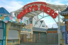 Wildwood New Jersey Pier entrance to rides - Photo by Amy Laurel Hegy @A Tale of Two Tramps