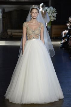 25 Wedding Gowns That Are Totally Worth Pinning