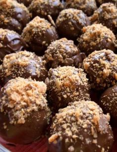 There is something about cake covered in chocolate and Butterfingers that people can't resist. Don't believe me? Try this Butterfinger Cake Balls recipe and see for yourself! Butterfinger Cake Balls Flavorite Rate this recipe There Cupcakes, Cake Truffles, Cupcake Cakes, Chocolates, Köstliche Desserts, Delicious Desserts, Dessert Recipes, Health Desserts, Cake Ball Recipes