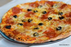 Pizzza time ;) Lucky Cake, Mozzarella, Vegetable Pizza, Foodies, Cheese, Vegetables, Mariana, Recipes, Vegetable Recipes