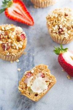 A recipe for healthy strawberry apple crumble muffins that are lightened up but totally delicious! Ready in 35 minutes and only 140 calories per muffin.