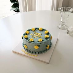 BUT, HER (@cake_buther) • Fotos y videos de Instagram My Birthday Cake, Birthday Cake Decorating, Mini Cakes, Cupcake Cakes, Korean Cake, Candy Cakes, Classic Cake, Cute Desserts, Dessert Decoration