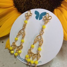 Zarcillos Mini Chandelier. #piedras #cristales #handmade #bañadosenoro #orafo #jewelry #earrings #zarcillos #aretes  #metalsmith #metalwork #Lavativarios  #OrgullosamenteDiseñadosenVenezuela   Info: www.lavativarios.com Info@lavativarios.com