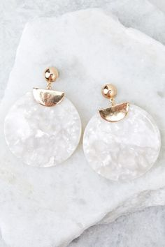 Jewelry OFF! White acrylic earrings Trendy earrings Acrylic earrings White earrings Mother of pearl earrings Fine jewelry - Some accessories you might Need A Reason to talk yourself into buying them and then - Resin Jewelry, Gold Jewelry, Jewelry Accessories, Jewelry Necklaces, Jewelry Design, Women Jewelry, Fashion Jewelry, Gold Bracelets, Jewellery
