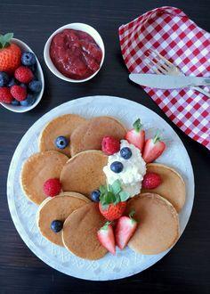 Naturlig søte og proteinrike havrepannekaker - LINDASTUHAUG Banana Recipes, Waffle Recipes, Good Healthy Recipes, Healthy Snacks, Protein, Low Carb Breakfast, Dessert Recipes, Desserts, Polenta