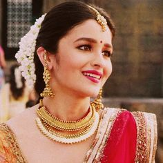 Alia.. South Indian Bride Hairstyle, Indian Hairstyles, Bollywood Couples, Bollywood Celebrities, Beautiful Bollywood Actress, Beautiful Indian Actress, Alia Bhatt Saree, Alia Bhatt Photoshoot, Beauty Redefined