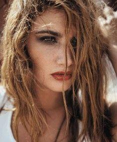 Sarımsaklı Şampuan İle Saç Dökülmesine Önlem…-Sarımsak dünyanın en şifalı bitkilerindendir ve dökülen seyrek saçlar için de faydaları yadsınamayacak kadar fazladır. Sarımsağın şifalı bir bitki oluşu bilimsel çalışmalarla da kanıtlanmıştır. Bizler de doğanın bize sunduğu bu şifalı bitkiyi sizlere şampuan formunda sunuyoruz.  Sarımsaklı Şampuan Nedir ? Sarımsaklı Şampuan, saçların hızlı uzaması, hacimli olması ve dökülmesin