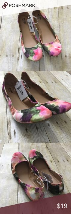 """Watercolor scrunched flats. New without box. Never worn. Tags still attached. Size 9, true to size.textile with man made materials.  ❌ No trades or off Poshmark transactions.   👌🏻Quick shipping.   💁🏻Offers welcome through """"Make an Offer"""" feature.   👗👠 Bundle discount.   ❔ Feel free to ask any questions. Mossimo Supply Co. Shoes Flats & Loafers"""