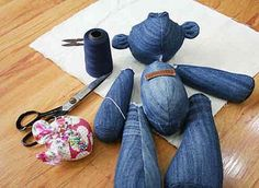 DIY Denim Teddy Bears Using Old Jeans Do you have some old jeans lying somewhere? You can make some adorable teddy bears using old jeans. They are nice handmade gifts for your kids or someone Jean Crafts, Denim Crafts, Sewing Patterns Free, Free Sewing, Bear Patterns, Kids Patterns, Artisanats Denim, Moldes Para Baby Shower, Teddy Bear Sewing Pattern