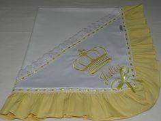 Kit tema coroa composto por :  01 manta de microsoft 90 x 1,00  01 toalha fralda 70 x 1,40  01 cueiro de flanela 80 x 80  03 fralda de boca 35 x 35 cada