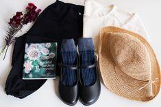 ブラックのもんぺなら、コーディネートはもっと自由に。裾を絞ってラウンドトゥの靴を合わせれば、ちょっと可愛らしいコーディネートの完成です。