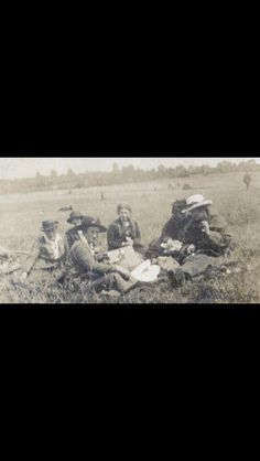 Countess Markievicz and Madeliene ffrench Mullen on a picnic