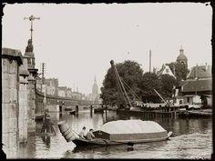 Westerdok. Rechts steekt op het Bickersplein (nu Hendrik Jonkerplein) het torentje van de in 1950 gesloopte Eilandskerk de lucht in (Jacob Olie, 1899).