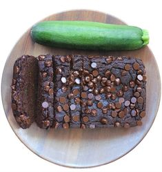 Soft, moist, ultra fudgy chocolate zucchini bread, with a full cup of zucchini in the recipe, to add moisture without extra fat and calories! Healthy Chocolate Zucchini Bread, Zucchini Banana Bread, Vegan Zucchini, Ww Bread Recipe, Easy Zucchini Recipes, Vegan Recipes, Healthy Sweet Treats, Healthy Desserts, Banana Bread With Oil