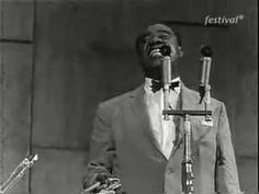 Louis Armstrong - Mack The Knife - 1959 in Stuttgart Germany Louis Armstrong - trumpet Trummy Young - trombone Peanuts Hucko - clarinet Billy Kyle - piano Mort Herbert - bass Danny Barcelona - drums Sound Of Music, Kinds Of Music, Music Is Life, Louis Armstrong, Rock N Roll Music, Rock And Roll, Trombone, Clarinet, Spooky Music