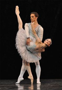Sergei Polunin and Tamara Rojo in Theme and Variations. © John Ross. Click image for larger version, or one that fills the browser window.