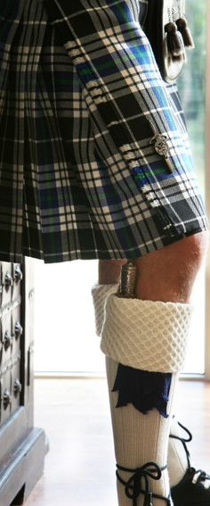 Sgian Dubh and tartan kilt Scottish Man, Scottish Kilts, Scottish Tartans, Scottish Clothing, Scottish Plaid, Edinburgh, Tweed, Style Anglais, Men In Kilts