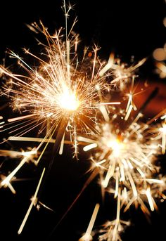 7 realistic New Year's resolutions for Good point on being realistic! 7 realistic New Year's resolutions for Good point on being realistic! Happy New Year Wallpaper, Winter Wallpaper, Christmas Wallpaper, Christmas Mood, Christmas And New Year, Night Aesthetic, Aesthetic Style, Bonfire Night, Iphone Background Wallpaper