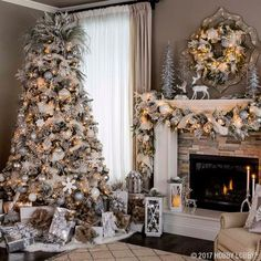 White Christmas 55 Gorgeous Christmas Living Room Decoration Ideas How To Choose A Tool Box You're w Elegant Christmas Trees, Gold Christmas Tree, Christmas Design, Simple Christmas, Christmas Home, Christmas Tree Decorations, Rustic Christmas, Christmas Crafts, Beautiful Christmas